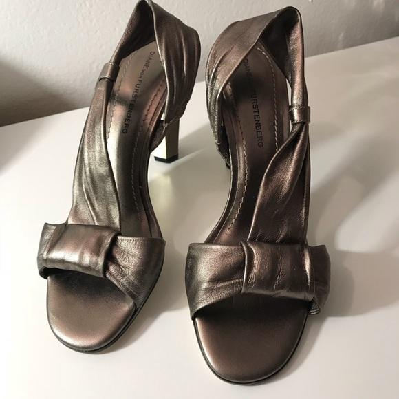 Big Sale Diane Von Furstenberg Woman Metallic Leather Loafers Silver Size 8 Diane Von Fürstenberg Sale 01E3RykVC